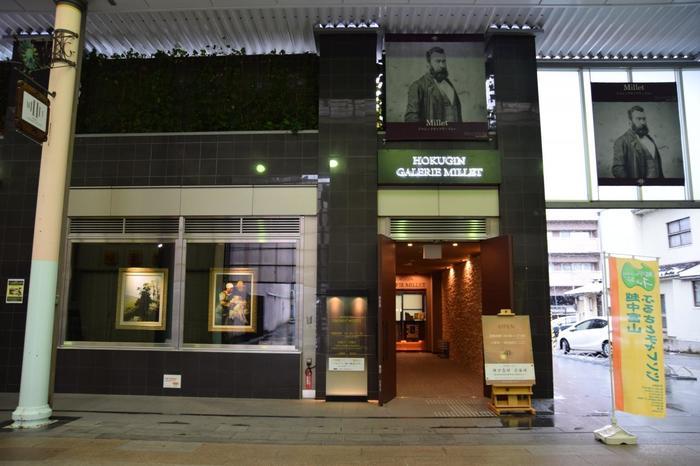 「落穂拾い」などの作品で有名なフランスの画家ジャン・フランソワ・ミレーの作品を10点以上も収蔵している美術館。ミレーの他にもコロー、ドービニー、デュプレなどの絵画が53点のコレクションがテーマに沿って入れ替えをしながら展示されています。