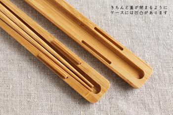 ケースの中には凹凸があり、先ほど紹介したみやこ箸がきれいに収まります。