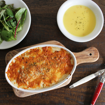 イタリアで人気の磁器メーカー「サタルニア」のオーブン料理に使える焼き皿。グラタンの他、ラザニアや魚のオーブン焼きなど、華やかなメインディッシュを作るのに便利です。皆でワイワイ取分ける楽しさも♪