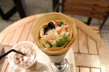 クラブ&アボカドのサレのように、お食事系クレープもあります。 アボガドたくさんで美味しそう~