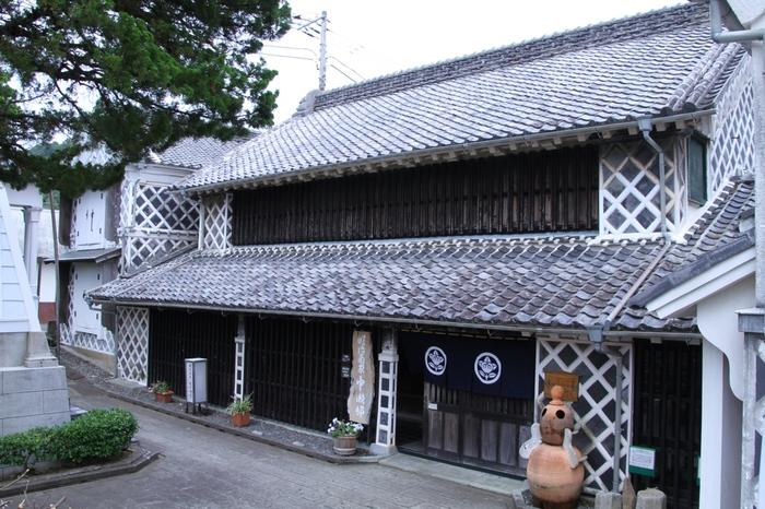 ドラマ「世界の中心で愛を叫ぶ」のロケ地として使われた中瀬邸は、明治時代初期に呉服問屋を営んでいた依田家の邸宅です。