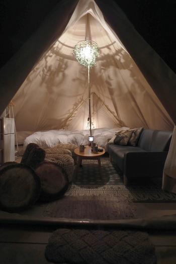 テントの中はとても幻想的な雰囲気になります。大人も子どもも夢中になれる時間を共有することができるんですね。