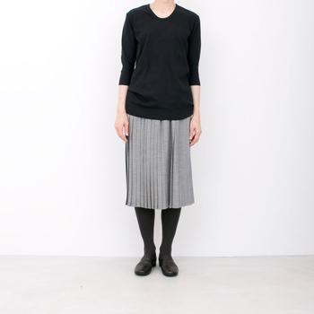 サマーウールのプリーツスカート。