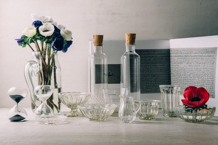 老舗硝子メーカーが手掛けたアンティーク調のグラス製品たち。しっかりと厚みのある「ガラス」にキラキラと光が反射して、お部屋のインテリアとしても、とっておきの空間が演出できます。