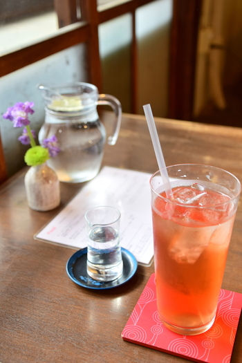 桃も入ったスパークリングティーは、おもてなしにもぴったりな爽やかな美味しさです。 ※写真はイメージ