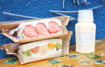 こだわりパンとフルーツのハーモニーは、リピート必至!「フルウツギュウニュウ」もフルーティでとっても美味しいです。テイクアウトして公園でピクニックもいいですよね♪
