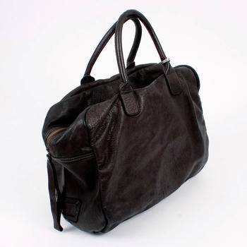 大容量のボストンバッグは、旅行から普段使いまで、どんなシーンにも連れていきたいヘビロテ必至の頼れるアイテムです。