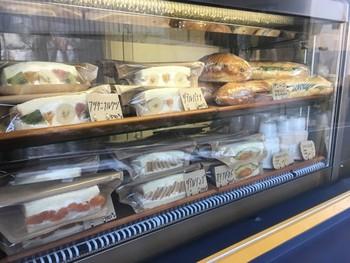 人気カフェ「パンとエスプレッソと」の系列店であるこちらは、豊富なメニューが楽しめます。