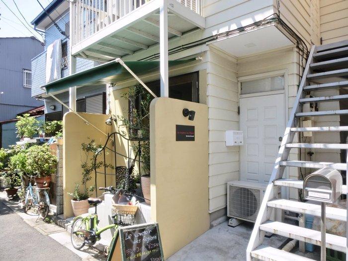 北千住西口より、徒歩2分ほど。路地裏にひっそりと佇む隠れ家的存在のフレンチレストラン「ル・コントワール・ドゥ・レジオン」。