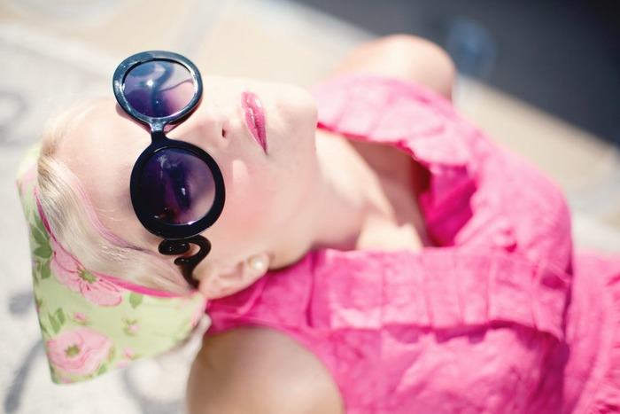 紫外線は日焼けだけじゃなく、シミやシワの原因! 日焼け止めクリームでベタベタするこが苦手な方や、塗るのが面倒なんて方は、紫外線カット効果のあるアイテムがオススメです♪