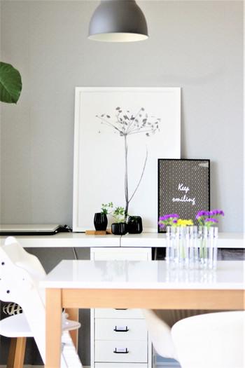 ツェツェ風の試験管の花器。独特のユーモラスな風貌はシンプルなお部屋のテーブルにちょこんと乗せて。