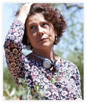この話を妻で監督であるイシアル・ボジャインに話し、これを題材とした一つの家族の物語が「オリーブの樹は呼んでいる」です。社会問題と家族の問題、暗くなりがちなテーマでありながらもユーモアにあふれ、未来への希望を感じさせるヒューマンドラマです。