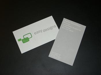 会社の特徴をあらわすかのような、シンプルなデザイン。多くを語らず、最小限の情報をコンパクトにまとめた名刺は、好感がもてますね。