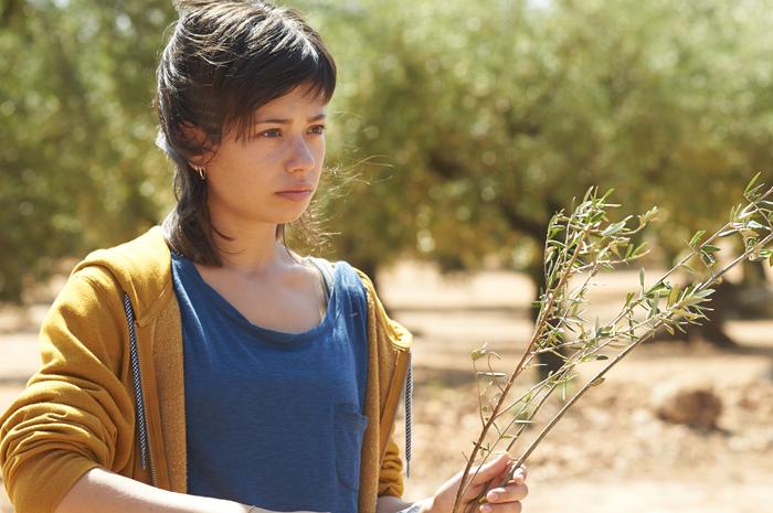 また、主演のアンナ・カスティーリョはこの作品でゴヤ賞新人女優賞に輝いた新星。さらに、祖父役のマヌエル・クカラは地元でオリーブ農園を実際に営んでいるそう。その演技も注目です。