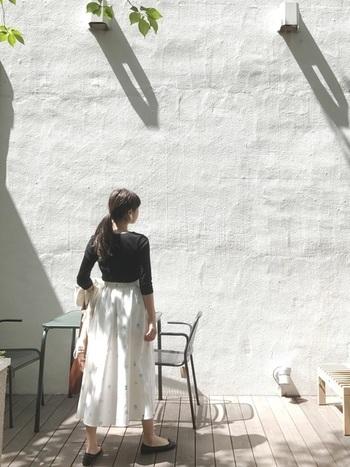 いかがだったでしょうか?リネンやコットン素材のロングスカートは、大人かわいく、また涼やかに夏のコーディネートで活躍できます。是非お気に入りのロングスカートを見つけてみてくださいね♪