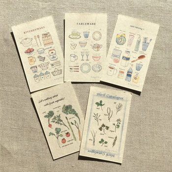 和紙にプリントした、ナチュラルな雰囲気の名刺カード。優しさや自然がテーマのお店やカフェ、レストランなどにいいかもしれませんね。身近で親しみを覚えます。