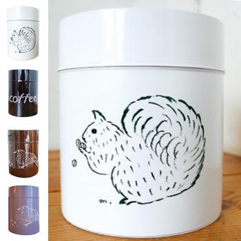 松尾ミユキさん独自のタッチで描かれた、動物たちがかわいいコーヒー缶。 シンプルなのに、どこか温かみを感じることのできるコーヒー缶です。