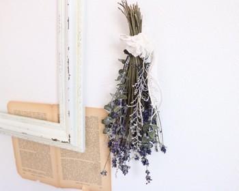 壁掛けはもちろん、棚に置いたり、吹き抜けやデッドスペースにモビールのように飾ってもかわいいんです。