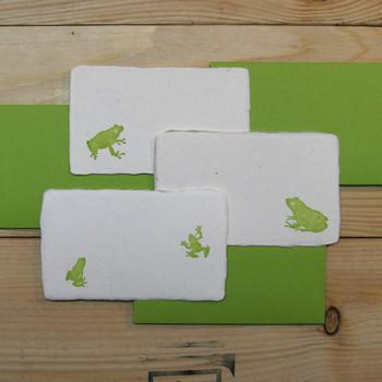 手漉き和紙のメッセージカードを名刺に。優しい手ざわりが、思いを伝えてくれそうです。和紙を使って、手作りするのもいいかも。