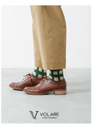 ゴートレザーの柔らかなレースアップシューズ。メンズライクな靴なのに、丸みをもたせることで、とても女性らしい上品なデザインとなっています。3.5cmのヒールは、きちんとして見えるのに、歩きやすく疲れにくい優秀な高さです。