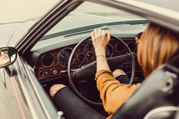 運転が好きな方にはドライブもおすすめです。好きな音楽をかけて気ままにドライブを楽しみましょう。目的地は決めなくても、反対に前から行きたかった場所を目指すのもいいですね。