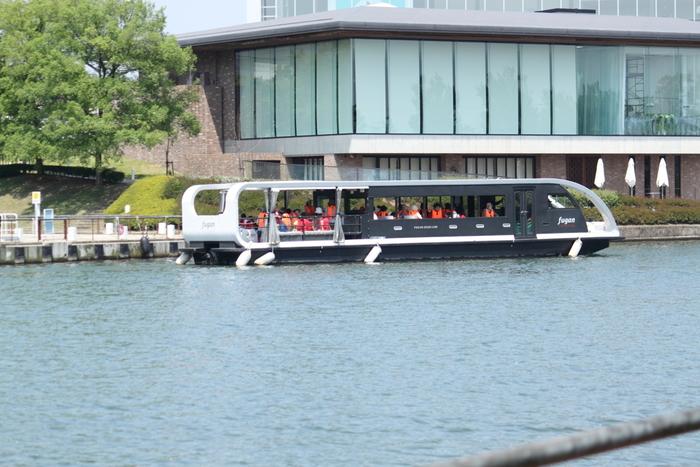 富山県美術館に面する水辺、富岩運河。美術館に近い富岩運河環水公園は、旧舟だまりを利用した親水公園です。「富岩水上ライン」クルーズで、富山県美術館の姿を船上から眺めてみてはいかがでしょうか?