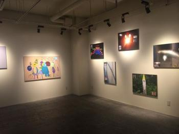 「365日アートフェア」というテーマのもと、日々入れ替わりに多くのアーティストによるアート作品が客室や共有スペースに展示され、お気に入りの作品は購入も可能です。