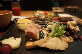 朝食は京都の旬の素材を使ったこだわりの京料理。たくさんの種類を少しずつ味わって戴けるのは、とても嬉しいですね♪