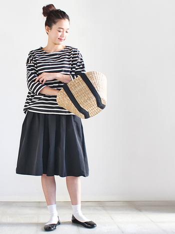ボーダートップスを合わせたフレンチシックなモノトーンコーデ。一見スカートのようですが、実はギャザーキュロットなんです。たっぷりギャザーが軽やかで元気な印象を与えてくれます。