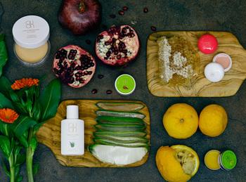 こちらの「QUON(クオン)」は、国産オーガニック化粧品にこだわり、「天然成分100%」「化学成分完全フリー」を実現しているシリーズです。