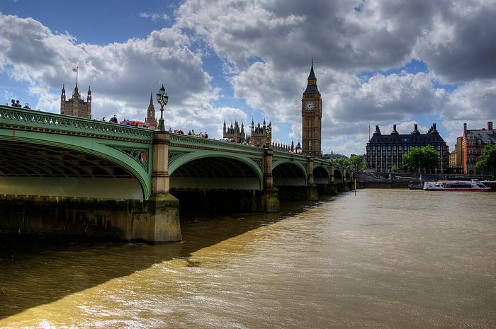 18世紀に架けられたウェストミンスター橋は、創建から数世紀の時を経た今なお、交通の要所として大切な役割を果たし続けています。