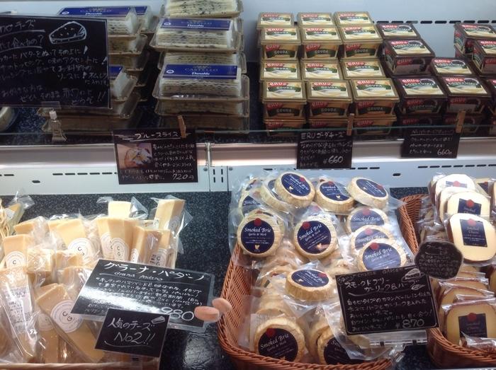 チーズガーデンではお土産用のお菓子が中心ですが、ちゃんとご当地チーズやオリジナルのチーズも販売されていて人気を集めています。どれをとっても失敗なし!近所で手軽に買えないチーズが目白押しだから、選ぶのにも悩んでしまいそう。