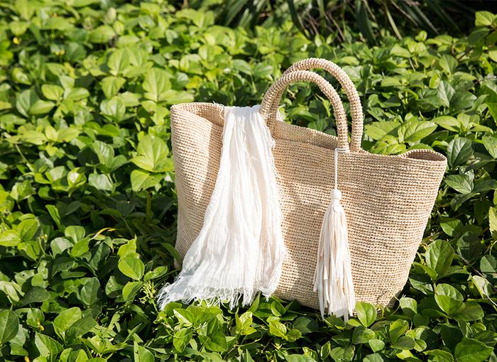 天気のいい日のお散歩やピクニックに選びたいかごバッグ。色んな特徴を持つ自然素材から作られるバッグには、使いやすい工夫がたくさん凝らしてあるんですね。ワンシーズンだけじゃもったいない、来年も使いたい、お気に入りのバッグをみつけて下さい。