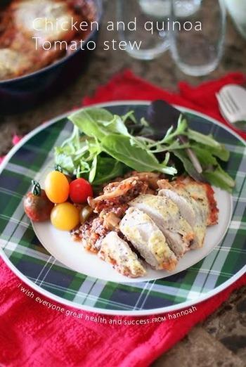 ストウブを持っているならぜひ試してほしい、オーブン任せの簡単レシピ。材料をどんどんストウブ鍋に入れて混ぜていき、オーブンでじっくり1時間。ラザニアみたいな美味しいメインディッシュになりますよ。