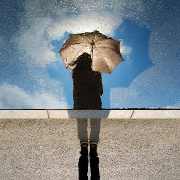憂鬱な雨でもおしゃれを楽しむ♪夏の雨の日コーディネート集