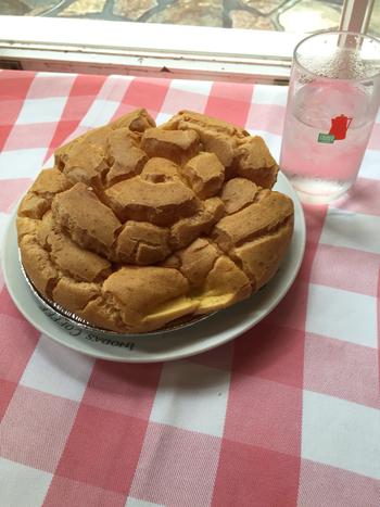 お腹に余裕があるときは、抜群の人気を誇るレモンパイやジャンボシュークリームなども一緒に味わってみてください。