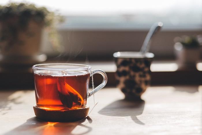 おやすみ前や、ほっと一息つきたいティータイムは、からだに優しいものを。気持ちを和らげてくれるハーブティーはもちろん、ミネラルたっぷりのお茶など、からだの中からいたわってみてくださいね。