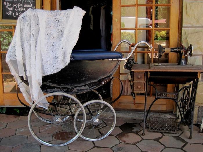 脚が不自由であまり外に出たことのないジョゼ(池脇千鶴)。彼女の唯一の楽しみは、乳母車に乗っておばあさんに押してもらいながら散歩に出かけることだった。