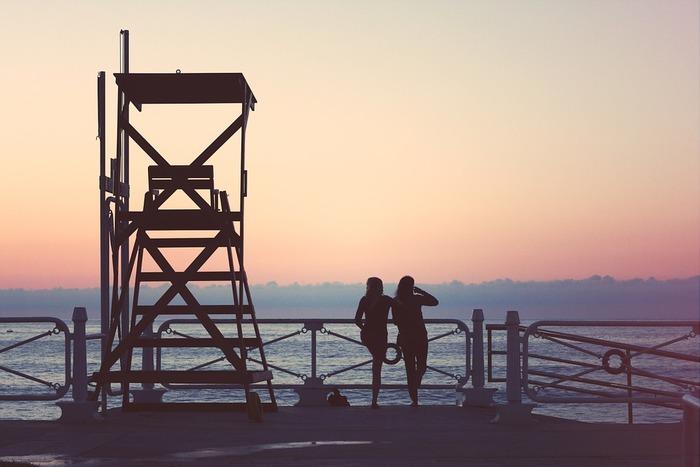 人が人を好きになるということ、誰にも言えない闇を抱えながら生きるということ、友情をはぐくむのがとても大切だということ、いろんな角度からいろんな経験を教えてくれます。海の映える景色と季節の移り変わりの中で変化していく彼女たちの心模様をご覧ください。
