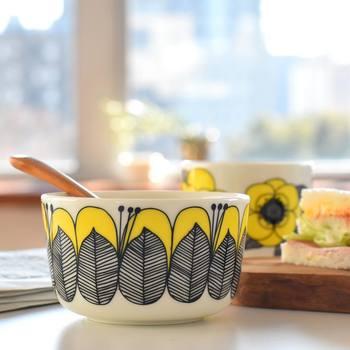 花柄モチーフは、食卓に華やかさを作りだす定番ですね♪だからこそ、手元に置いておきたい必須アイテムでもあります。