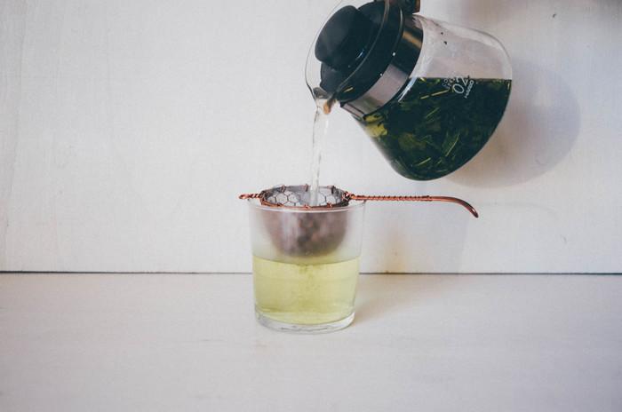 有機肥料で育った月ヶ瀬健康茶園の秋番茶。すっきり爽やかな香りと青っぽい淡泊な甘味が特徴です。熱湯で淹れても、水出しでも楽しむことができます。