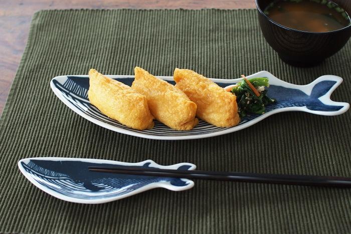 形がユニークなお皿は何を乗せようか悩んでしまう時もあるかもしれません。でもそれが楽しいんです!親子のクジラのお皿を子供とお揃いで使うのもステキですね。