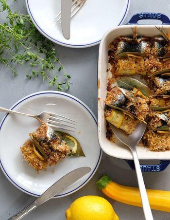 オーブン対応の耐熱容器で焼けばそのまま食卓へサーブもできますよ。みんなでワイワイ楽しみながらアツアツがいただけます。 今回、そんなオーブン焼きを肉・魚・野菜・スイーツとジャンル別でご紹介します♪
