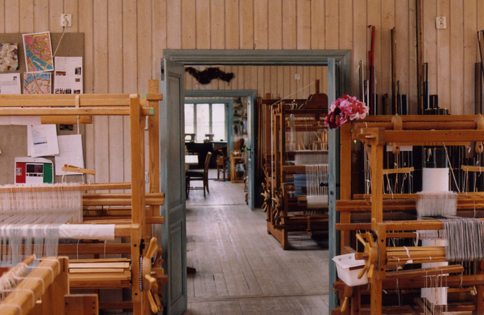 毎日織物を学んでいた校舎。すっかり織り物の虜になったセキさんは、帰国後も大きなスウェーデンの折り機をアトリエに置いていたそう(画像提供:セキユリヲ)