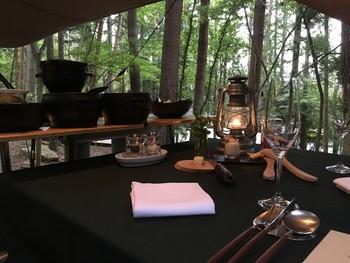 施設によっては、レストランが敷地内にありディナーやモーニングなどを楽しめるところもあります。