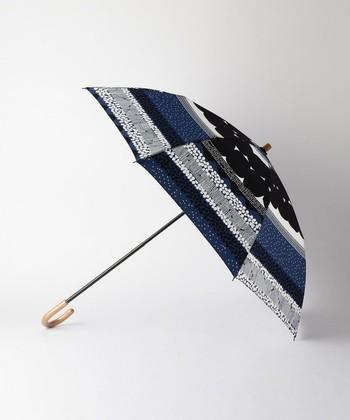 中川政七商店は、300年の歴史を持つ老舗ならではの温故知新の想いを根底に、品質やこだわりを大切にし、機能的で美しい品の数々を取り揃えています。こちらは、富士山の合目と地層からイメージしたテキスタイルの折り畳み傘。