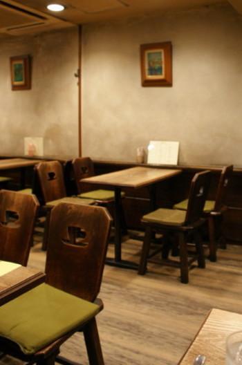 セピア色の壁と床。すっきりと落ち着いた雰囲気です。