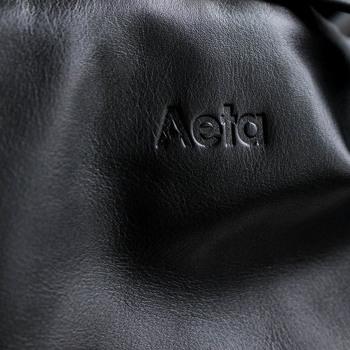 """""""自由な発想で丁寧なものづくりを。""""をコンセプトにしたブランド「Aeta(アエタ)」。ブランドネームは日本語の""""逢えた""""に由来し、多文化を取り入れながら素晴らしい商品を展開しています。"""