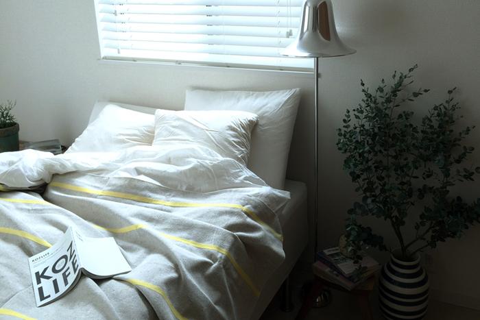 こちらは、すぐ上でご紹介したマルチクロスをなんとベッドに使った例です。手洗いもできますので、衛生面も安心。シンプルで涼しげなボーダーは、夏の夜に心地いい眠りをもたらしてくれそうですね。