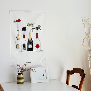 キッチンタオルを壁に飾って。インテリアとしても素敵です。